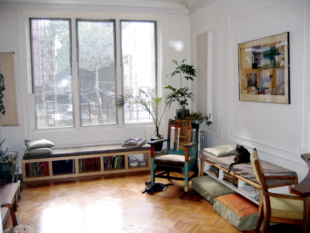 Smalle woonkamer optisch verbreden